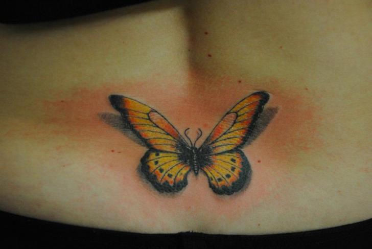 Tatuaje Realista Mariposa por Mai Tattoo