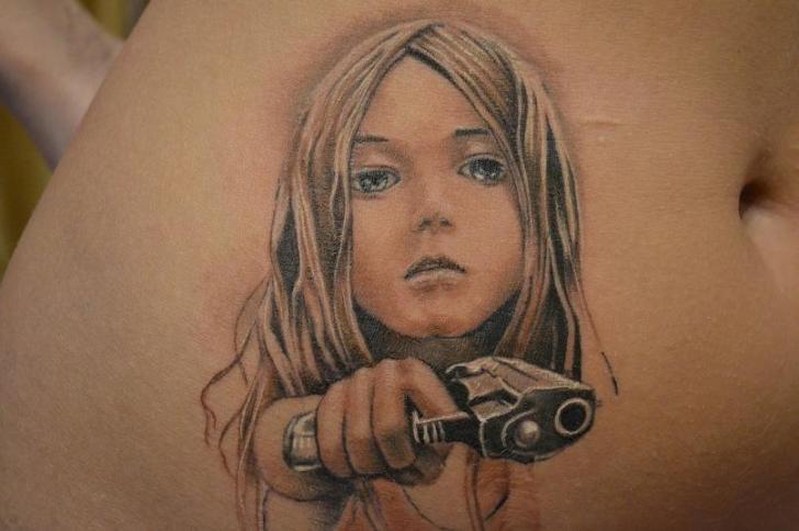Tatuaggio Realistici Bambino Pistola di Mai Tattoo