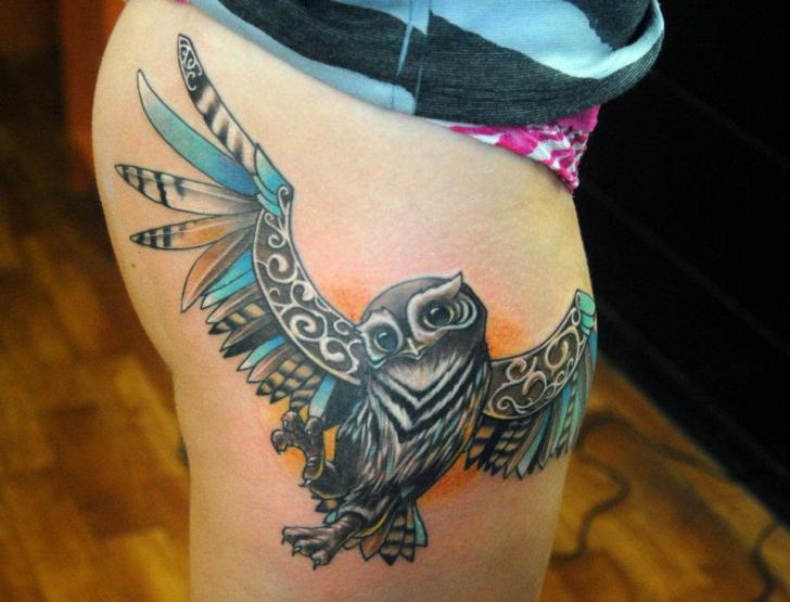 Eulen Oberschenkel Tattoo von Mai Tattoo