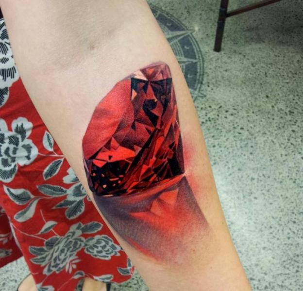 Arm Realistische Diamant Tattoo von Matt Jordan Tattoo