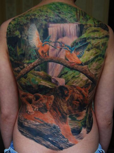 Realistische Rücken Löwen Vogel Landschaft Tattoo von Negative Karma
