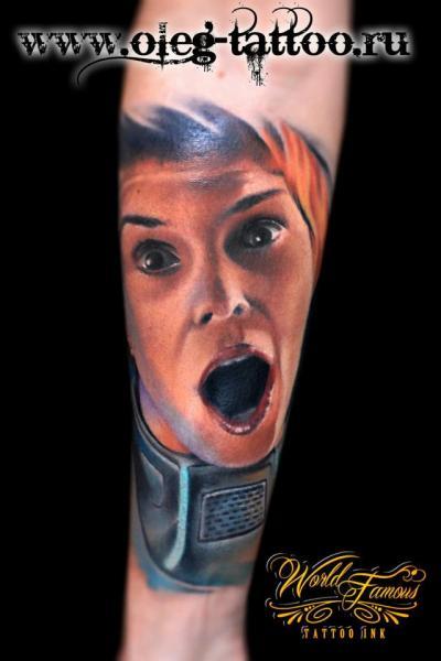 Arm Porträt Realistische Tattoo von Oleg Tattoo