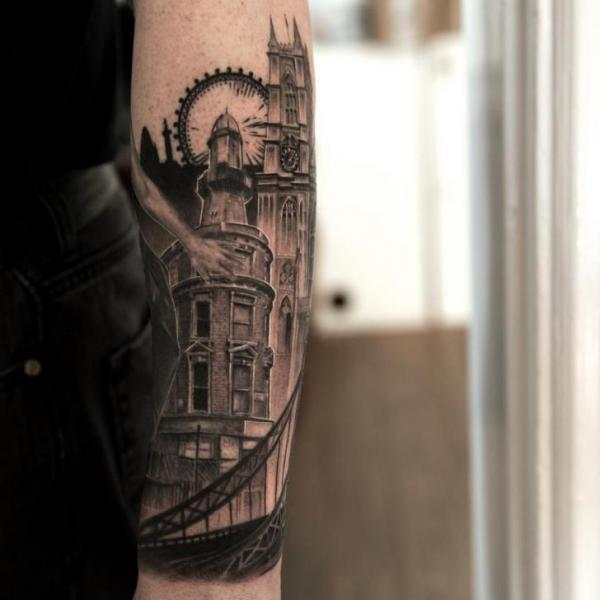 Arm Landschaft Stadt Tattoo von Wicked Tattoo