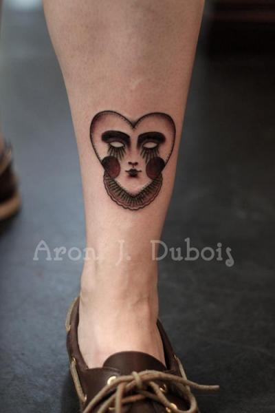 Herz Bein Tattoo von Scapegoat Tattoo