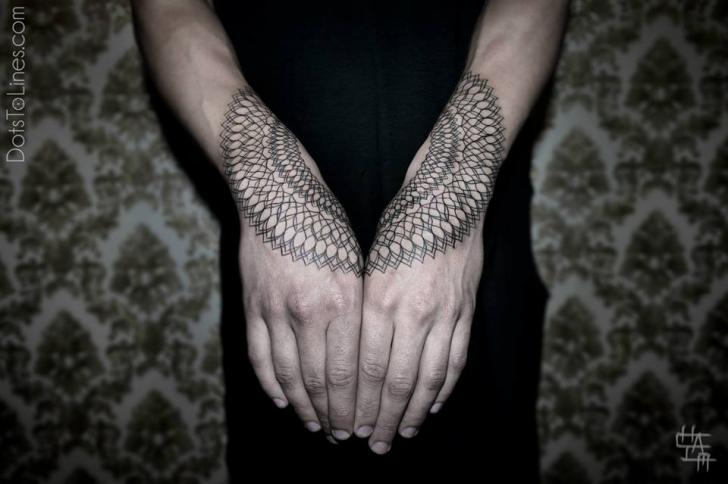 Tatuaje Brazo Dotwork Geométrico por Dots To Lines