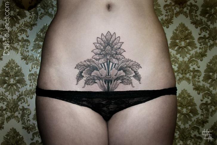 Blumen Bauch Dotwork Tattoo von Dots To Lines