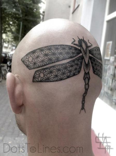 Tatuaggio Testa Dotwork Libellula di Dots To Lines