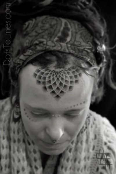 Tatuaje Cabeza Dotwork por Dots To Lines