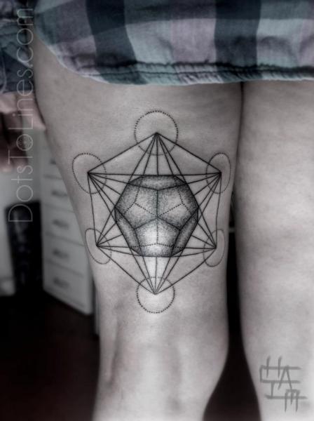 Tatuaje Dotwork Geométrico Muslo por Dots To Lines