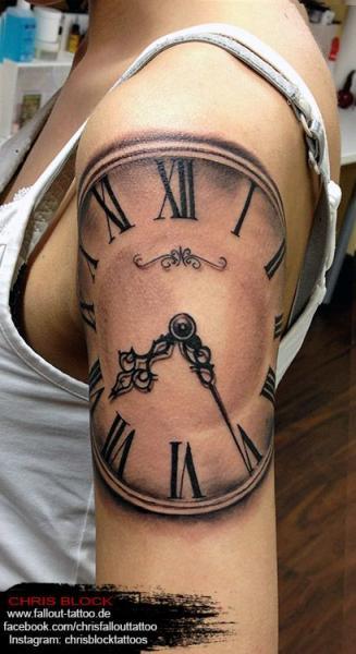 Schulter Realistische Uhr Tattoo von Fallout Tattoo