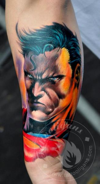 Tatuaje Brazo Fantasy Superman por Tattoo Ligans