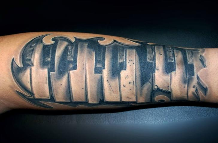 Arm 3d Piano Tattoo von Vaso Vasiko Tattoo
