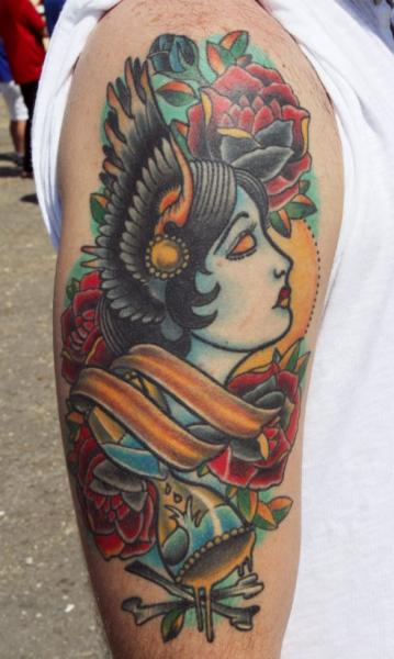 Schulter New School Tattoo von Vaso Vasiko Tattoo