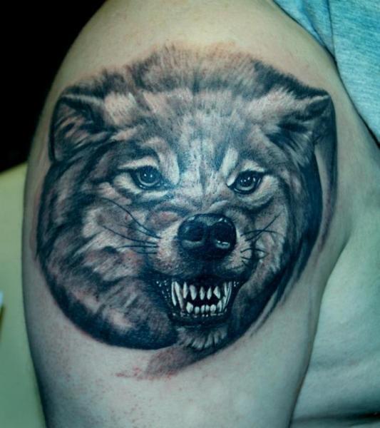Shoulder Realistic Wolf Tattoo by Vaso Vasiko Tattoo