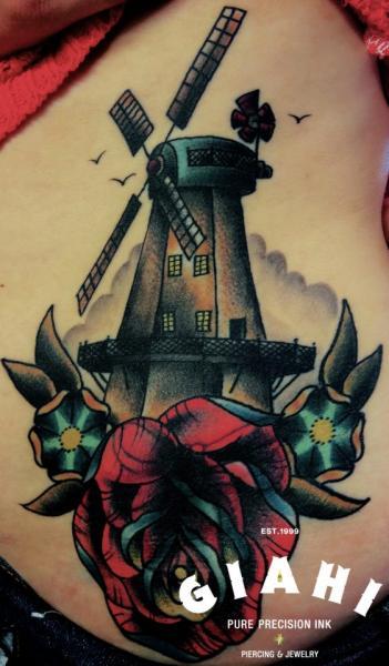 Tatuaje Old School Lado Molino por Jack Gallowtree