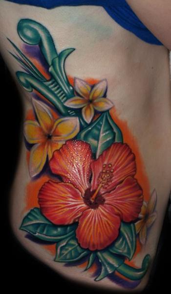 Tatuaggio Fiore Fianco di Artistic Element Ink