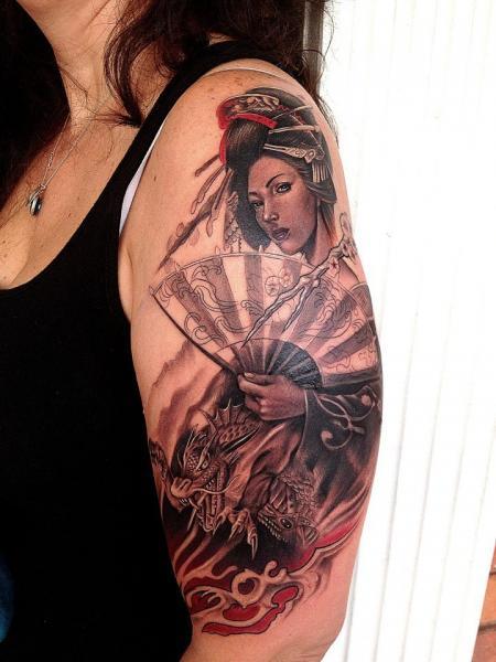 Tatuaggio Spalla Giapponesi Geisha di Rember Tattoos