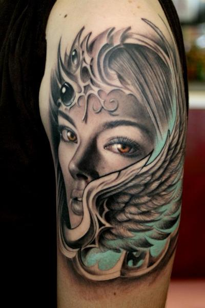 Tatuaje Hombro Mujer Alas por Rember Tattoos
