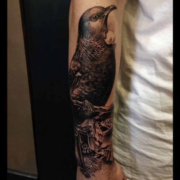 Arm Vogel Tattoo von Allen Tattoo