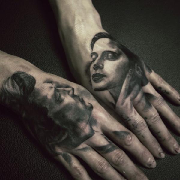 Tatuaggio Donne Mano Uomo di Allen Tattoo