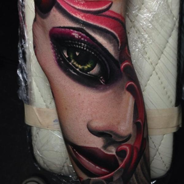 Tatuaggio Braccio Donna di Nikko Hurtado