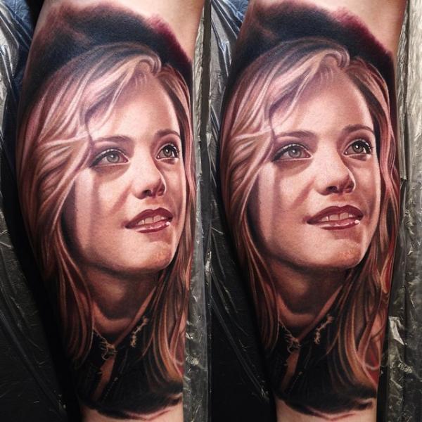 Porträt Realistische Frau Tattoo von Nikko Hurtado