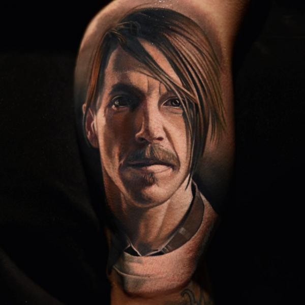 Schulter Porträt Realistische Tattoo von Nikko Hurtado