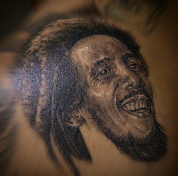 Realistische Bob Marley Tattoo von Ryan Bernardino