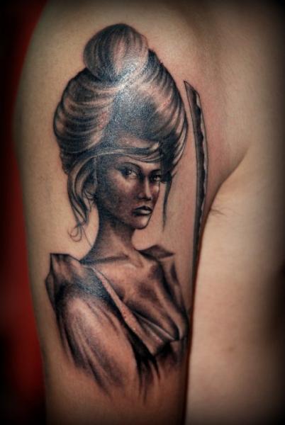 Tatuaggio Spalla Donne di Ryan Bernardino