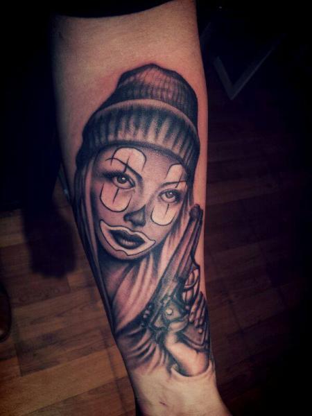 Tatuaje Brazo Payaso por La Florida Ink