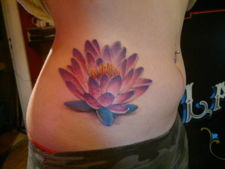 Blumen Seite Tattoo von La Florida Ink