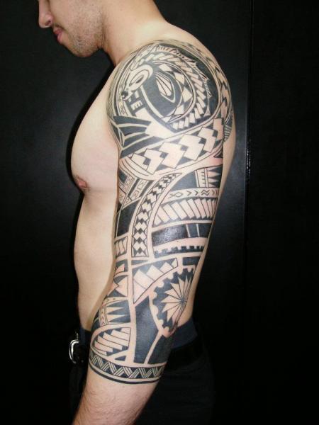 Shoulder Arm Tribal Tattoo by Lorenzo Arte Y Tatuaje