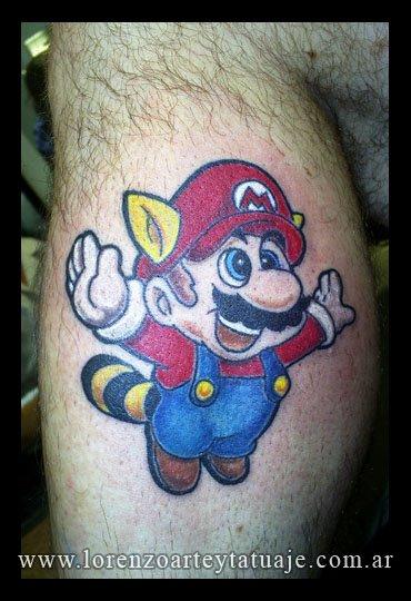 Tatuaje Ternero Super Mario por Lorenzo Arte Y Tatuaje