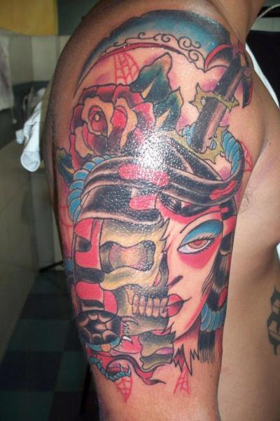 Schulter New School Tattoo von Mandinga Tattoo