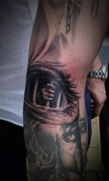Arm Fantasie Auge Käfig Tattoo von No Regrets Studios