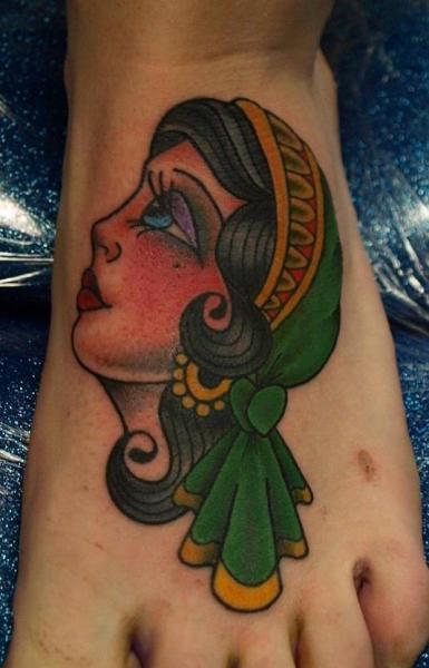 Old School Fuß Kopf Tattoo von No Regrets Studios