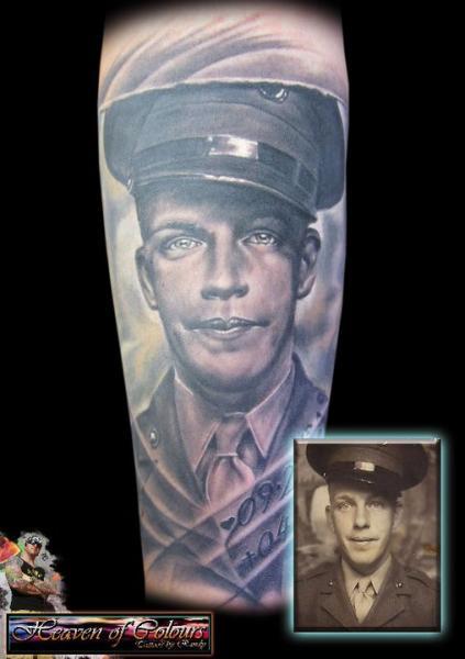 Porträt Realistische Tattoo von Heaven Of Colours