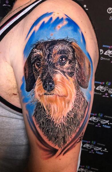Schulter Realistische Hund Tattoo von Heaven Of Colours