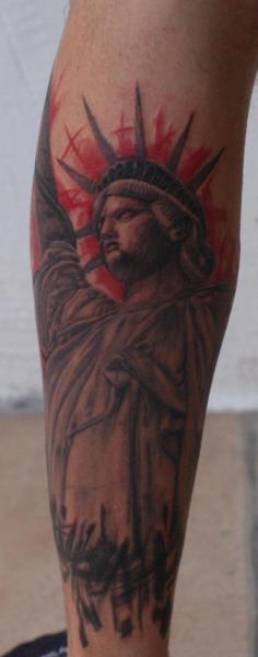 Tatuaż Ręka Statua Wolności Przez Kaeru Tattoo