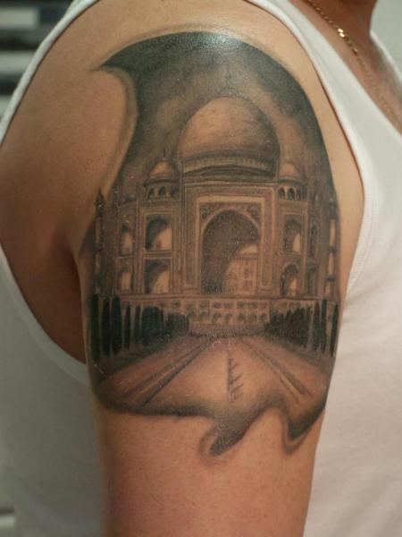 Shoulder Taj Mahal Tattoo by Kaeru Tattoo