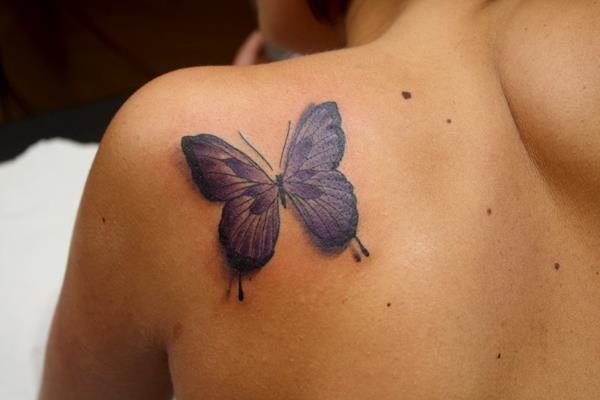 Schulter Schmetterling Tattoo von La Mano Zurda