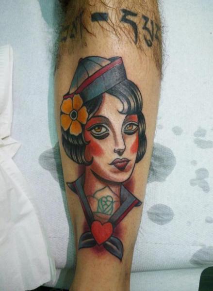 Tatuaje Brazo Old School Mujer por Tattoo Blue Cat