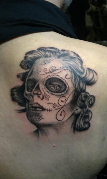 Shoulder Mexican Skull Tattoo by Tattoo Lucio