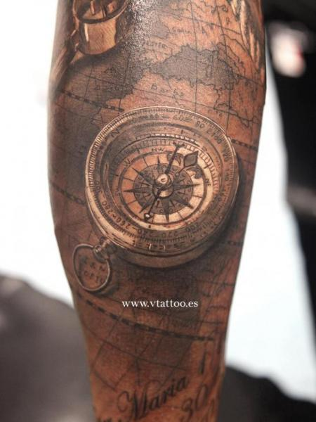 Tatuaje Brazo Realista Brújula 3d Por V Tattoos