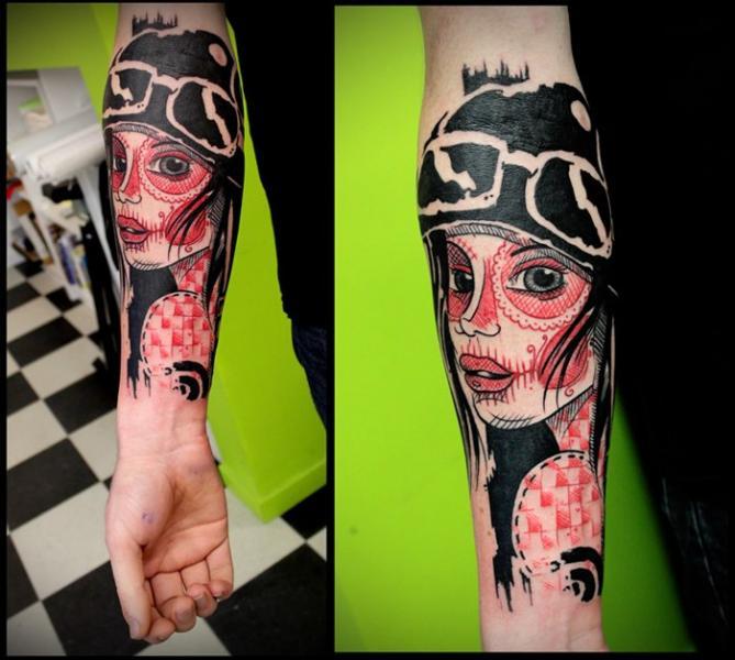 Tatuaje Brazo Mujer Dotwork por Beautiful Freak