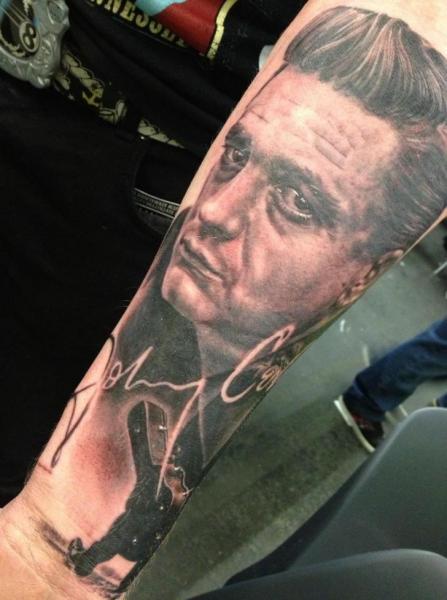Arm Porträt Realistische Tattoo von Mia Tattoo
