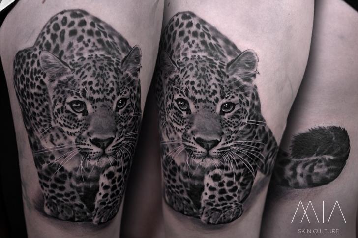 Realistic Thigh Leopard Tattoo by Mia Tattoo