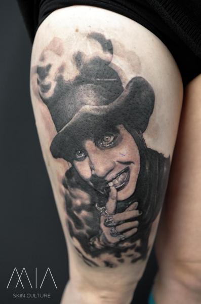 Marilyn Manson Oberschenkel Tattoo von Mia Tattoo