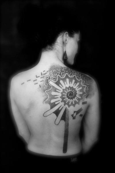 Tatuaje Hombro Espalda Dotwork por L'Art Du Point
