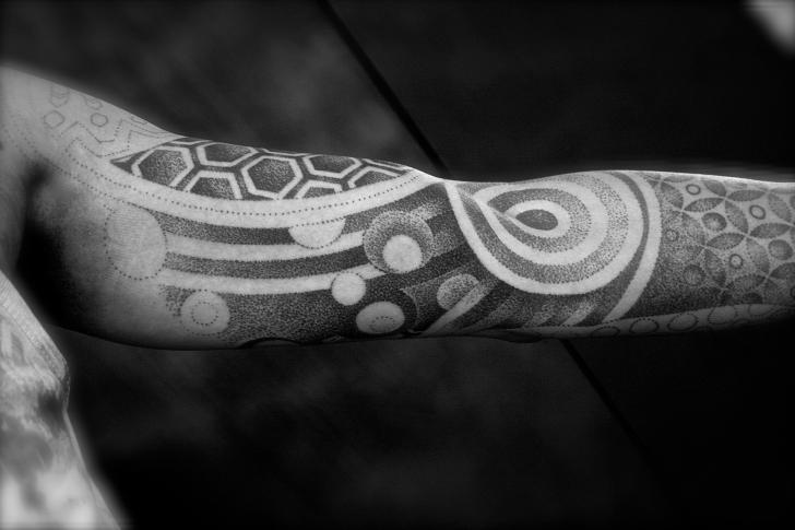 Arm Dotwork Tattoo von L'Art Du Point